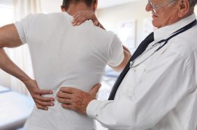 Mal di schiena: cause, sintomi e trattamenti